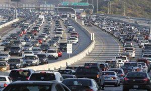 Tác hại khí thải khi lái xe giờ cao điểm